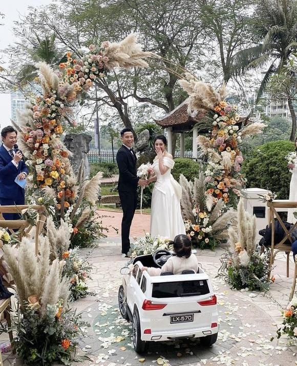 Năm 2021, cặp đôi đình đám nào sẽ đón Trâu Vàng chào đời?-2