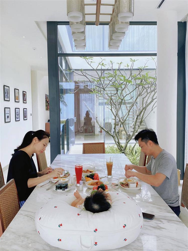 Mẹ bỉm Đàm Thu Trang bị bóc nhan sắc hoàn hảo nhờ công nghệ-5
