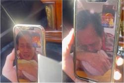 Hoài Linh khóc nức nở tiễn biệt 'mẹ' qua màn hình facetime