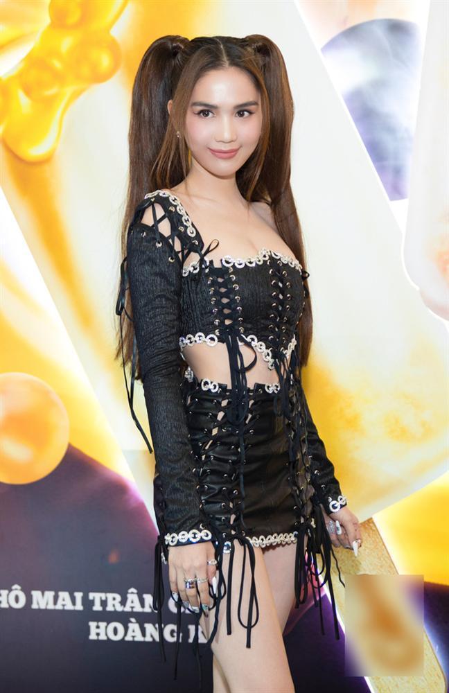 3 kiểu tóc hack tuổi' giúp Ngọc Trinh nhìn trẻ như gái 18-14
