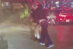 Khởi tố vụ án tài xế đánh gãy răng nam thanh niên do bị nhắc nhở dừng xe lâu ở Hà Nội-2
