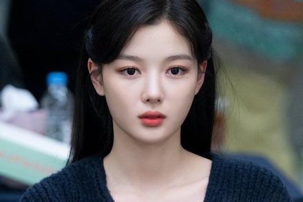 Cận cảnh vẻ đẹp không tì vết của 'sao nhí xinh nhất xứ Hàn' Kim Yoo Jung