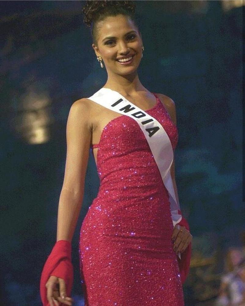 Những Hoa hậu Hoàn vũ lên ngôi với tuyệt tác đầm đỏ trong 2 thập kỷ qua-3