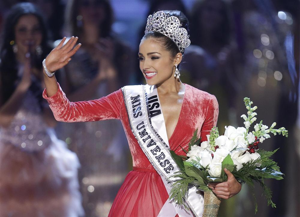 Những Hoa hậu Hoàn vũ lên ngôi với tuyệt tác đầm đỏ trong 2 thập kỷ qua-8