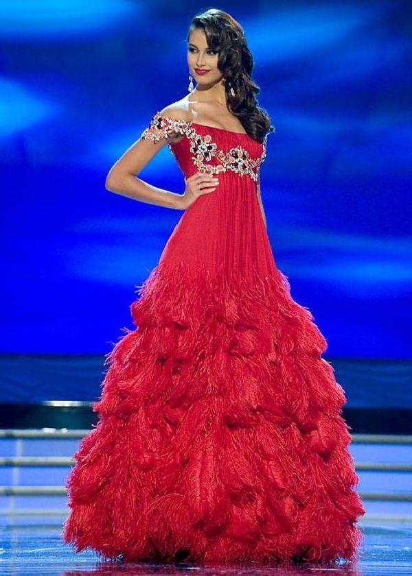Những Hoa hậu Hoàn vũ lên ngôi với tuyệt tác đầm đỏ trong 2 thập kỷ qua-5