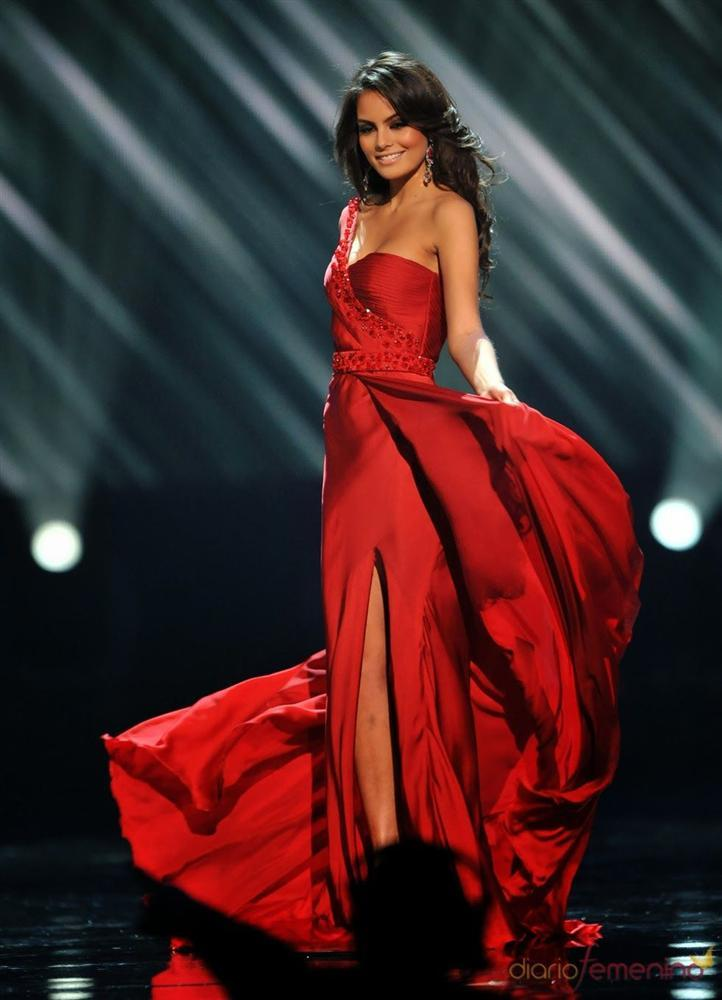 Những Hoa hậu Hoàn vũ lên ngôi với tuyệt tác đầm đỏ trong 2 thập kỷ qua-7