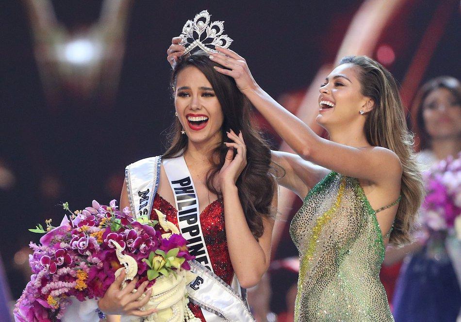 Những Hoa hậu Hoàn vũ lên ngôi với tuyệt tác đầm đỏ trong 2 thập kỷ qua-10