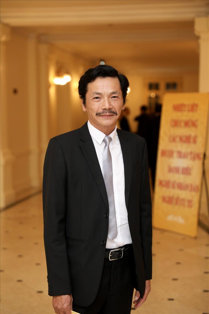 Phim vận vào đời sao Việt: người sốt cao tưởng bị Covid-19, người phẫu thuật cột sống-1