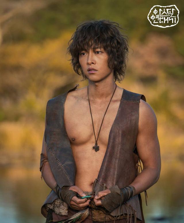 Cát xê của Song Joong Ki cao đến mấy vẫn lép vế trước mỹ nam này-4