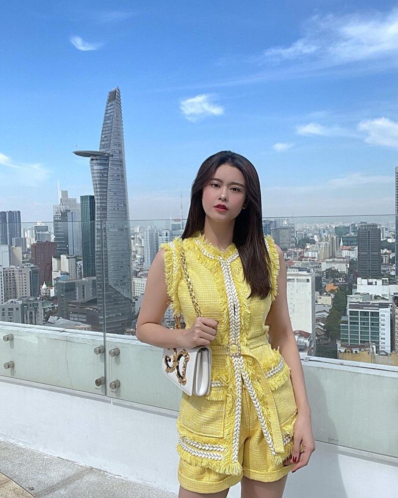 Phối đồ dạo phố tông xanh đẹp mắt như Hari Won - Yến Trang-5