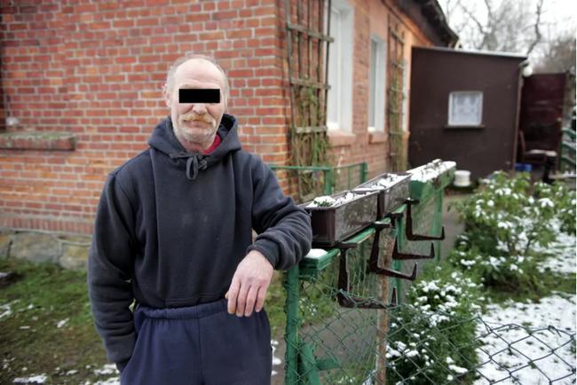 Chồng ác quỷ nhốt vợ suốt 2 năm cho thiên hạ cưỡng hiếp... thu tiền-2