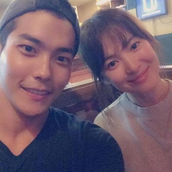 Song Hye Kyo lộ ảnh thân mật trai trẻ, dấy nghi vấn có tình yêu mới sau hơn 1 năm ly hôn-1