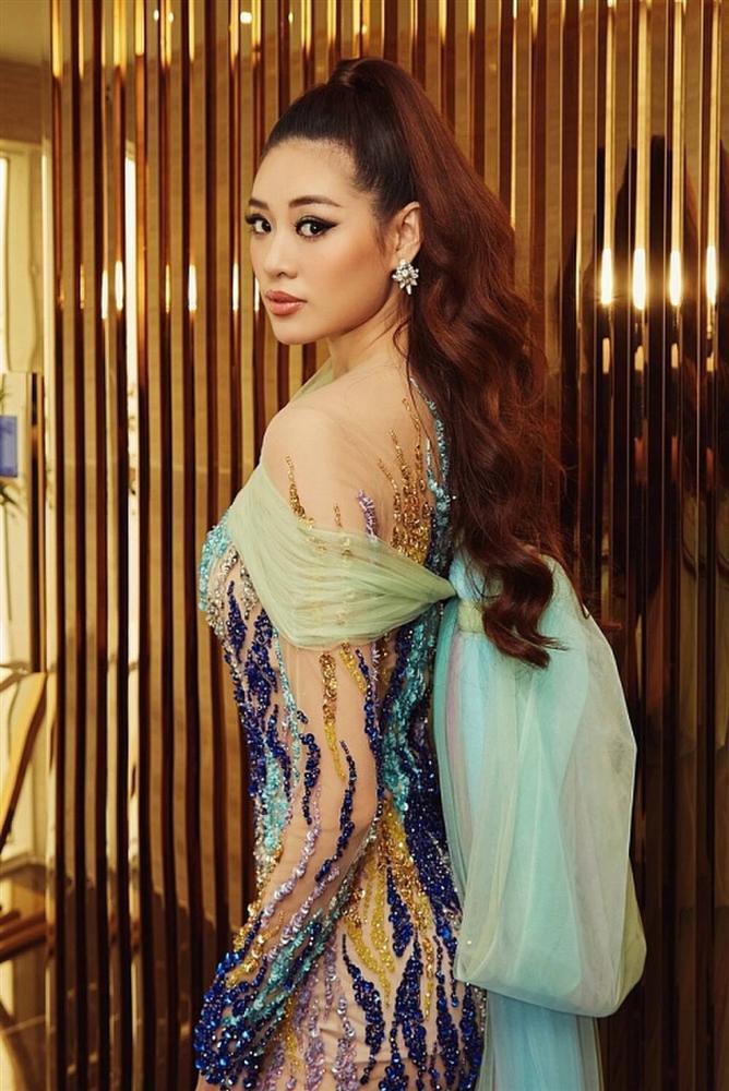 Không phải xuyên thấu hở bạo, váy đính nơ thống trị 2020, Khánh Vân diện như cơm bữa-3