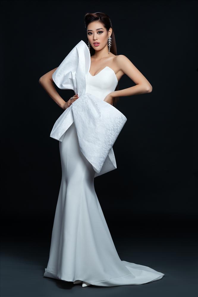 Không phải xuyên thấu hở bạo, váy đính nơ thống trị 2020, Khánh Vân diện như cơm bữa-4