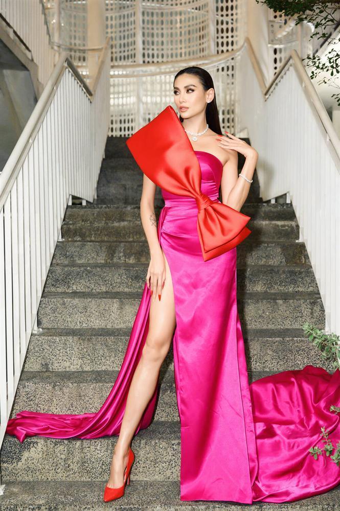 Không phải xuyên thấu hở bạo, váy đính nơ thống trị 2020, Khánh Vân diện như cơm bữa-8