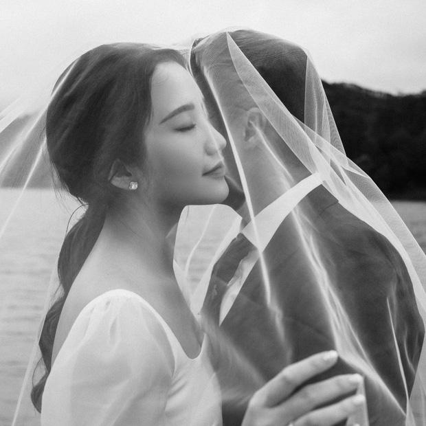 Thiếu gia Phan Thành khoe thiệp mời, còn hé lộ hình cưới đẹp long lanh-3