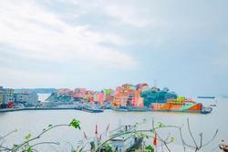 Làng chài 'lột xác' thành ngôi làng 7 sắc cầu vồng hút khách du lịch