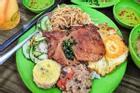 Kiểu ăn cơm tấm 'hổ lốn' khiến dân mạng tranh cãi tơi bời