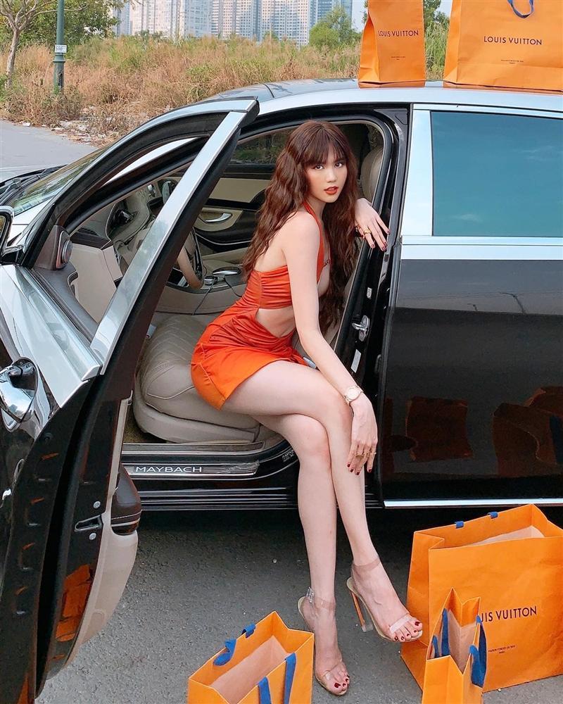 Ngọc Trinh bị chê mặc váy hở bạo kém sang hơn mẫu Tây lại còn photoshop méo nhà-6