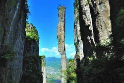 Cột đá cao 150m ở Trung Quốc
