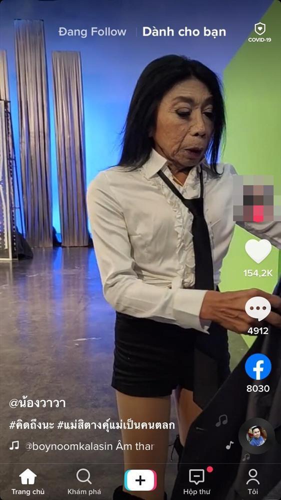 Gương mặt ngày càng đáng sợ của gái già chuyển giới thích cặp kè trai trẻ-2