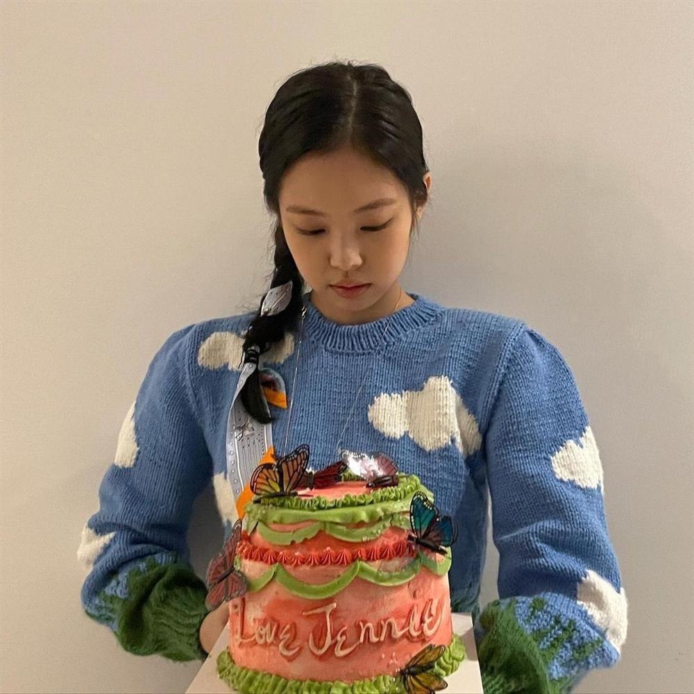 Style sao Hàn tuần qua: Lee Da Hee hack tuổi với tóc Hime chuẩn gái Nhật-5