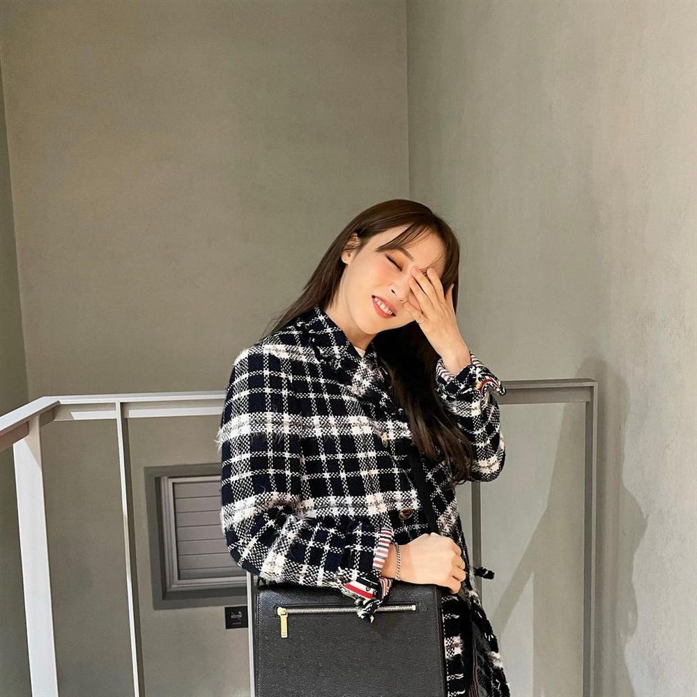 Style sao Hàn tuần qua: Lee Da Hee hack tuổi với tóc Hime chuẩn gái Nhật-11