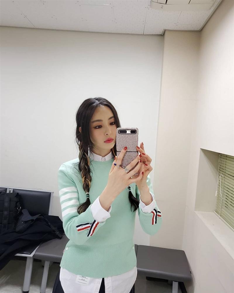Style sao Hàn tuần qua: Lee Da Hee hack tuổi với tóc Hime chuẩn gái Nhật-1