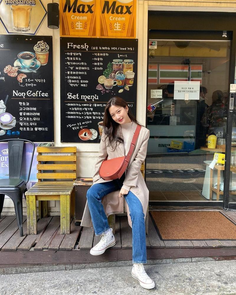 Style sao Hàn tuần qua: Lee Da Hee hack tuổi với tóc Hime chuẩn gái Nhật-12