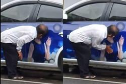 Bức xúc người đàn ông làm hành động nhạy cảm lên ảnh quảng cáo của Mỹ Tâm