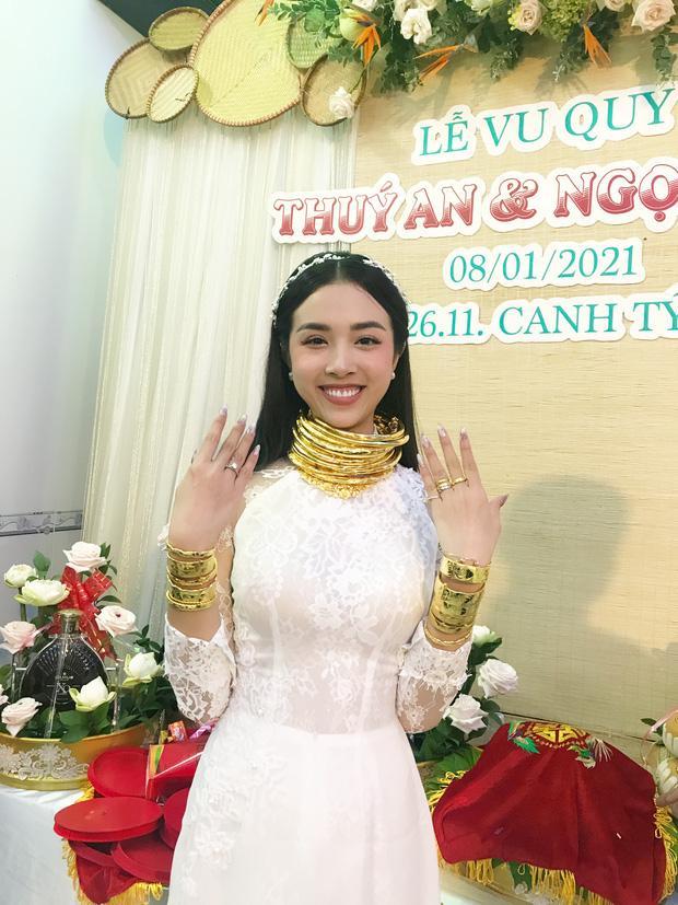 Lộ thiệp mời đám cưới ở TP.HCM của Á hậu Thúy An, Tiểu Vy xác nhận đến dự-4
