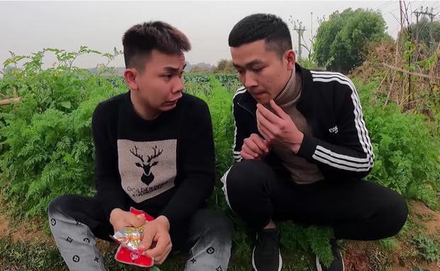 Con trai bà Tân Vlog bức xúc, cạch mặt 2 thanh niên thích ăn trực nhà mình-2