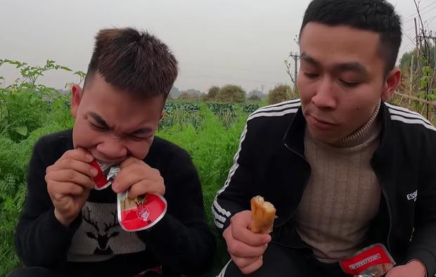 Con trai bà Tân Vlog bức xúc, cạch mặt 2 thanh niên thích ăn trực nhà mình-3