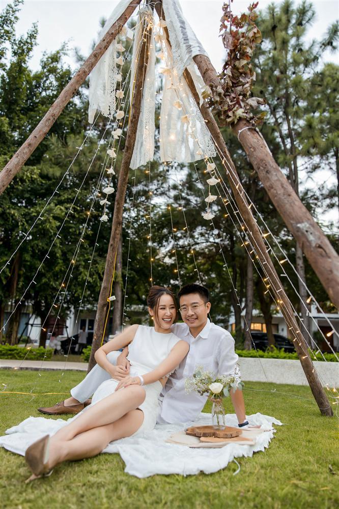 Hoa hậu Dương Thùy Linh kể chồng từng khổ sở chữa bệnh khắp nơi-1