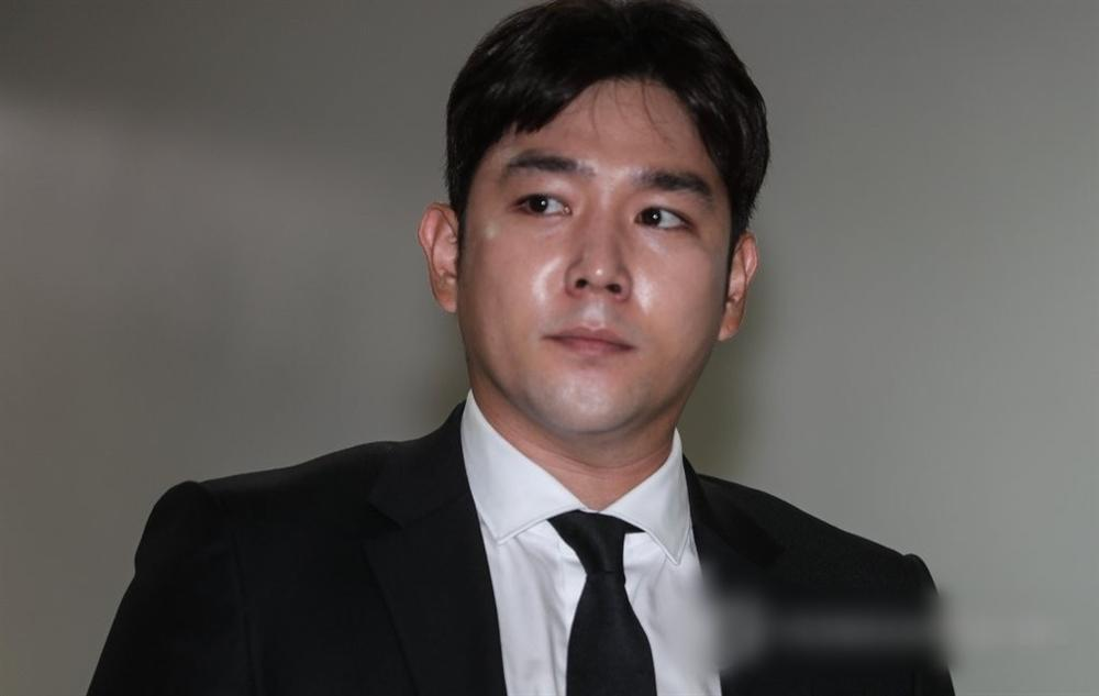 Netizens sôi máu khi SM đăng ảnh sinh nhật cựu thành viên bê bối nhất Super Juniors-2