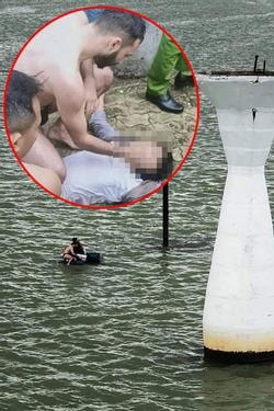 Clip: Du khách nước ngoài lao xuống sông Hàn cứu người nhảy cầu tự tử, người dân hò reo cảm ơn