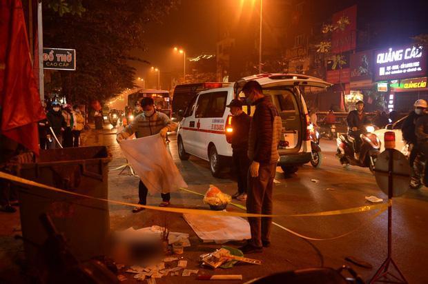 Thai nhi vứt cạnh thùng rác bị ô tô cán qua ở Hà Nội: Có ai đó nạo thai rồi vứt bỏ-1