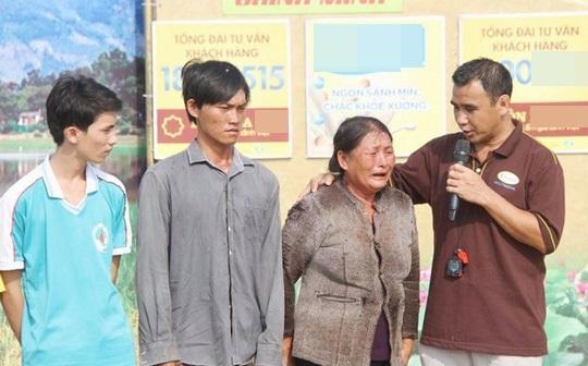 MC Quyền Linh gây xúc động khi vay tiền mặt tặng người nghèo-7