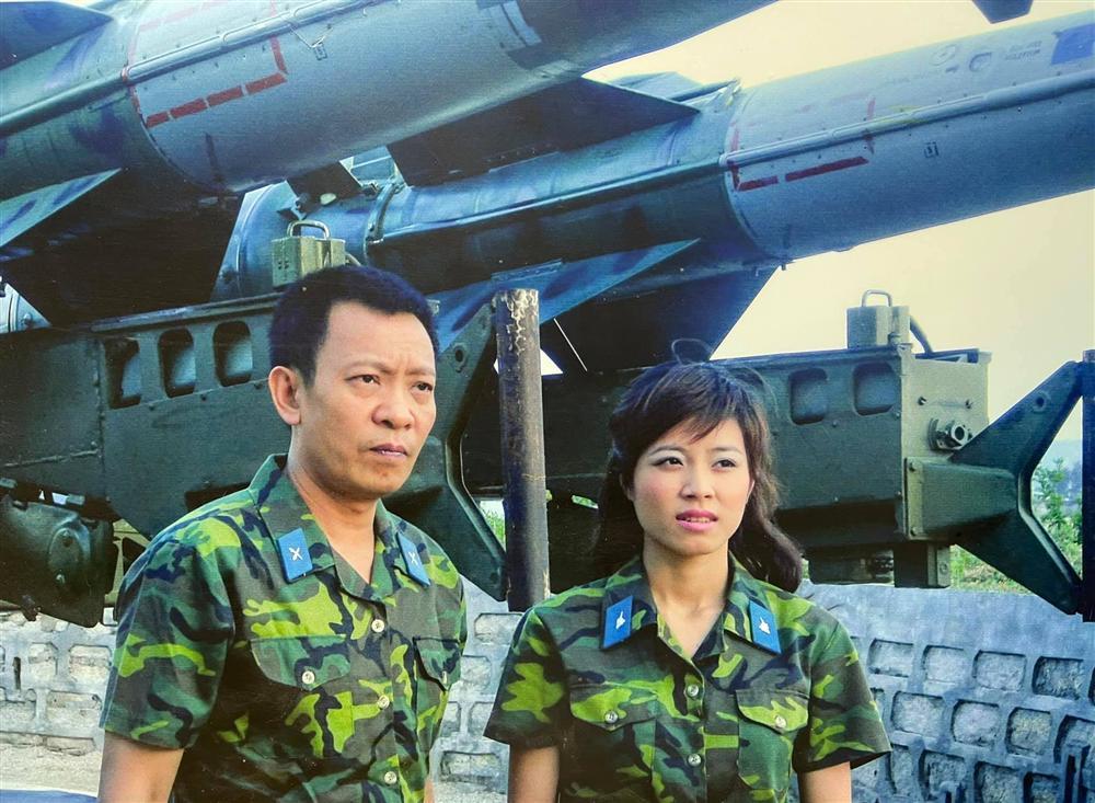 MC Hoàng Linh khoe ảnh 15 năm trước, hé lộ về 2 người đàn ông đặc biệt-4