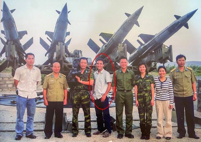 MC Hoàng Linh khoe ảnh 15 năm trước, hé lộ về 2 người đàn ông đặc biệt-1