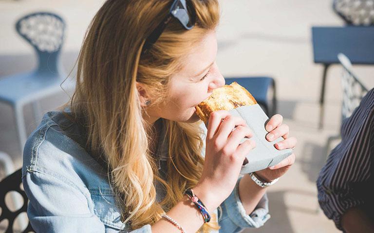 Dù thích bánh mì thế nào thì những người này cũng nên hạn chế ăn-3
