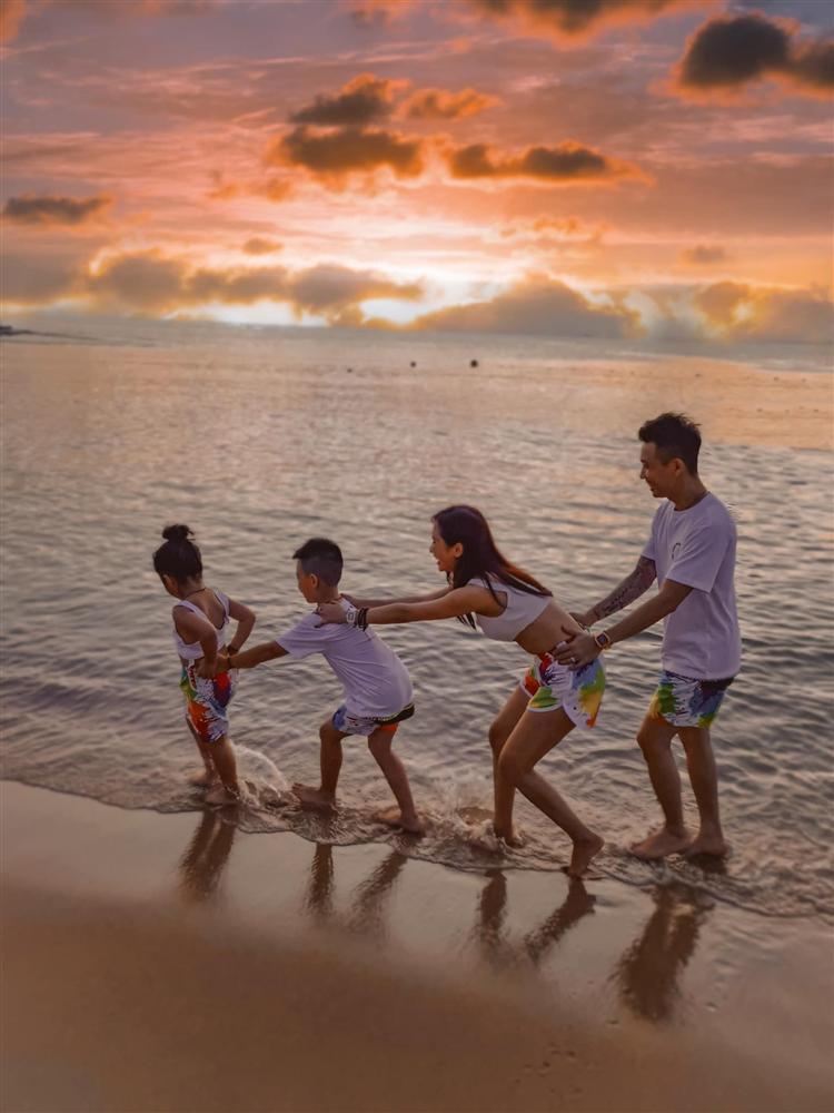 Vợ chồng Minh Nhựa gây tranh cãi để con diễn cảnh nóng giống bố mẹ-5