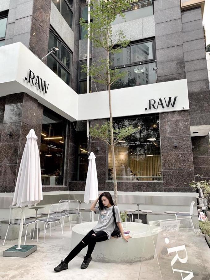 Đi đu đưa ngay những quán cafe tone xám ở Hà Nội có ảnh đẹp như studio-4