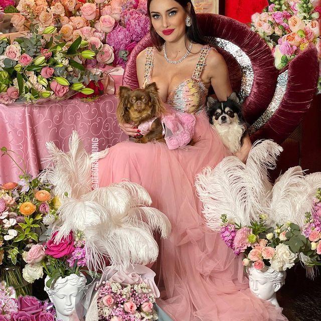 Vướng tin đồn phá sản, tỷ phú xấu nhất Hong Kong và vợ siêu mẫu xinh đẹp ra sao?-4