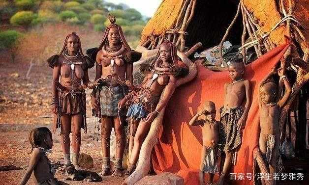 Nơi phụ nữ từ chối mặc quần áo, suốt đời bôi bùn đỏ, đàn ông khó sống qua tuổi 15-2