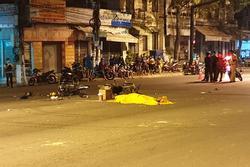 Vượt đèn đỏ, xe máy đâm 2 người tử vong, 3 người thương nặng