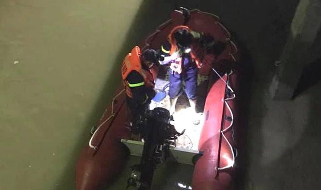 Người phụ nữ để lại xe máy, tư trang lại rồi nhảy cầu tự tử trong đêm lạnh buốt-2