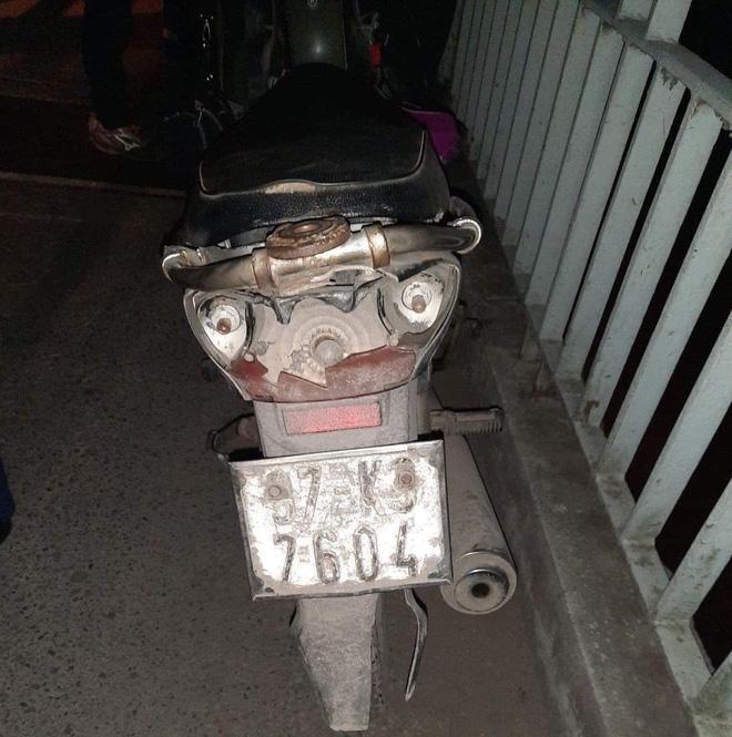 Người phụ nữ để lại xe máy, tư trang lại rồi nhảy cầu tự tử trong đêm lạnh buốt-1