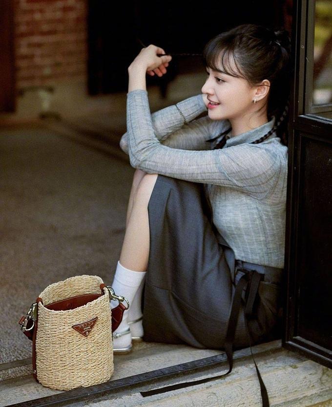 Trịnh Sảng mặc đồ Prada: Khi bị chê phèn, lúc xinh chuẩn nữ thần-12