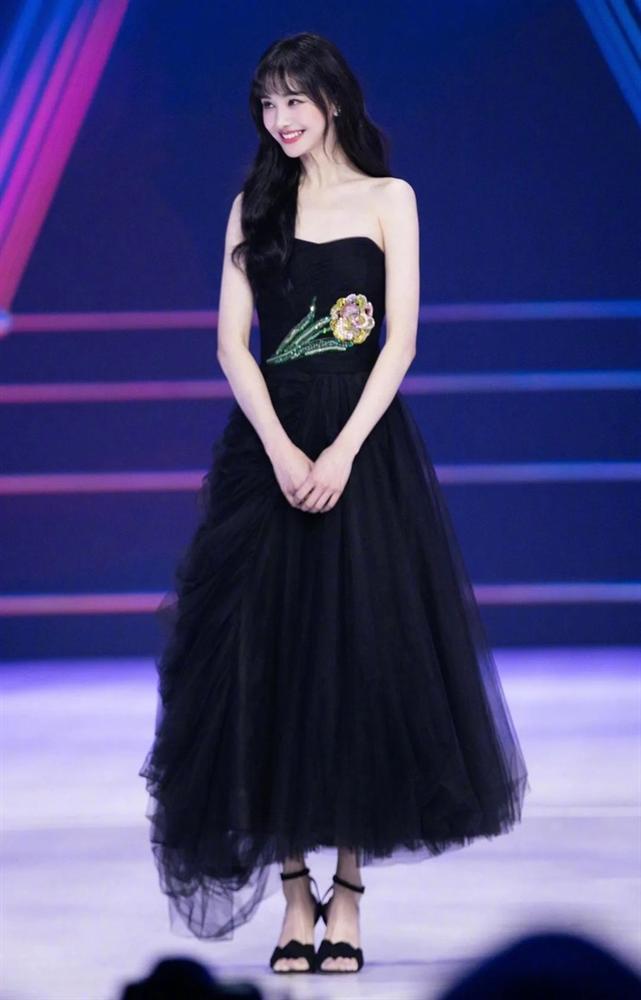 Trịnh Sảng mặc đồ Prada: Khi bị chê phèn, lúc xinh chuẩn nữ thần-7